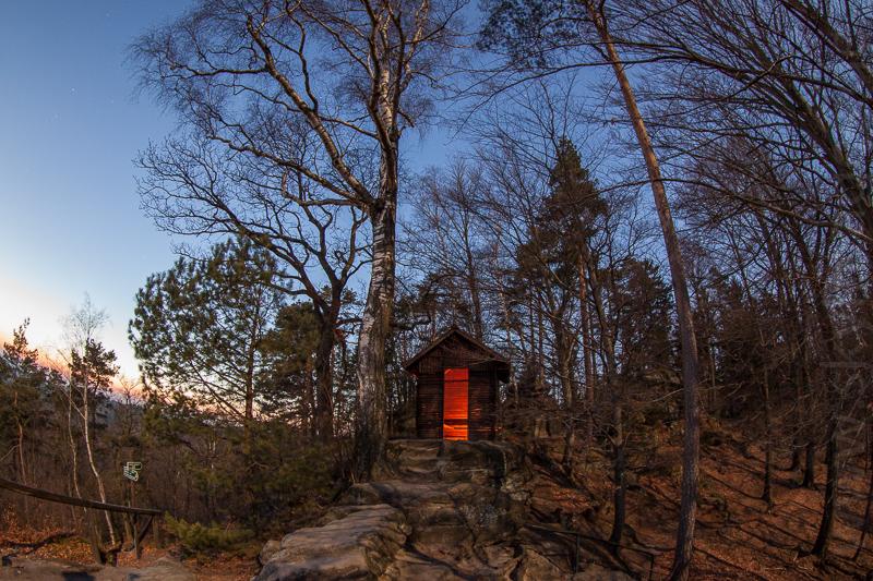 Schutzhütte im Dämmerlicht