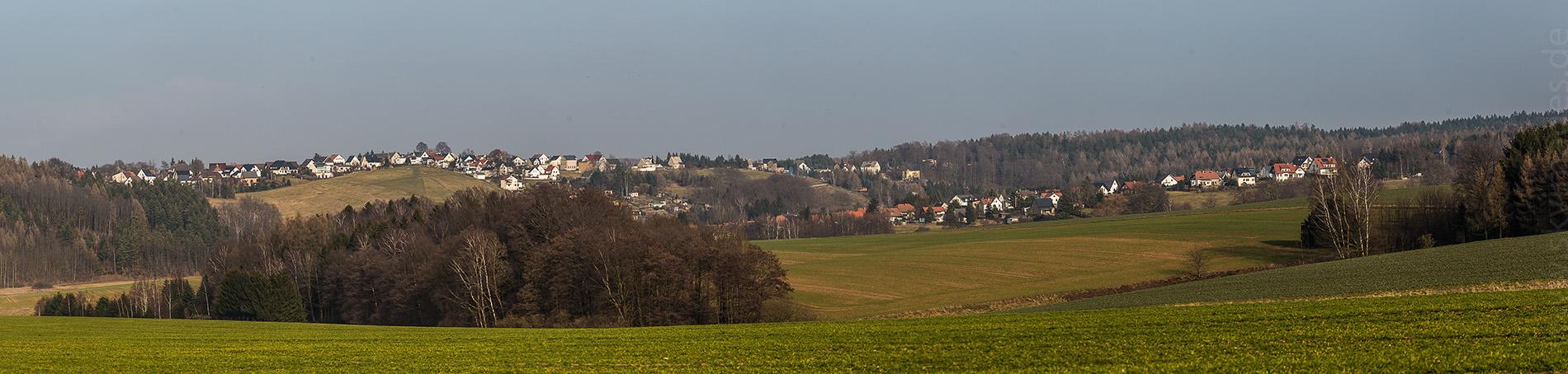 Blick nach Heinrichsort vom Oelsnitzer Steig aus
